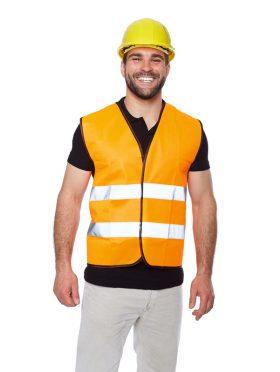 Portrait d'un ouvrier souriant en gilet réfléchissant